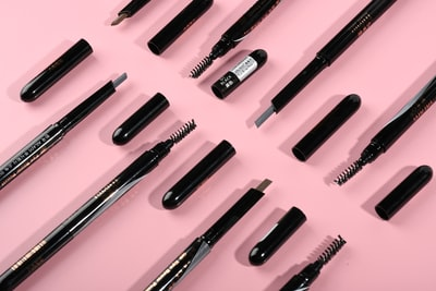 What are your favourite makeup stenchers?